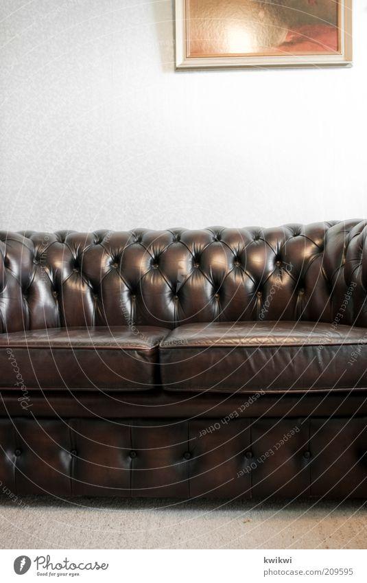 couch alt dunkel Stil braun Raum Wohnung retro Pause Kitsch Dekoration & Verzierung Häusliches Leben Bild Sofa Innenarchitektur Reichtum Möbel