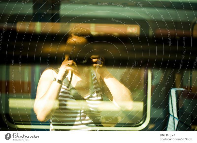 self reflection Eisenbahn Ziel Beruf Bahnhof Abschied Fotograf Selbstportrait Fotografieren Spiegelbild Momentaufnahme Bahnsteig wegfahren Verkehrsmittel