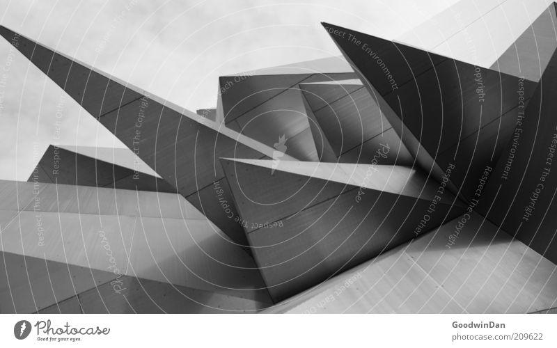 Digitale Kanten Bauwerk Gebäude Architektur außergewöhnlich bedrohlich dunkel authentisch eckig modern Spitze stachelig grau Stimmung Schwarzweißfoto
