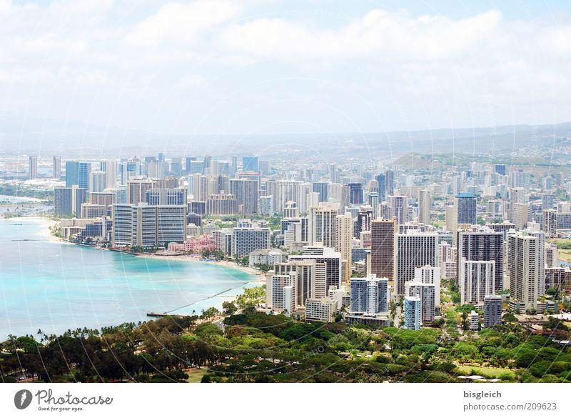 Honolulu / Hawai'i grün blau Küste Hochhaus Skyline Bucht Hauptstadt Hafenstadt