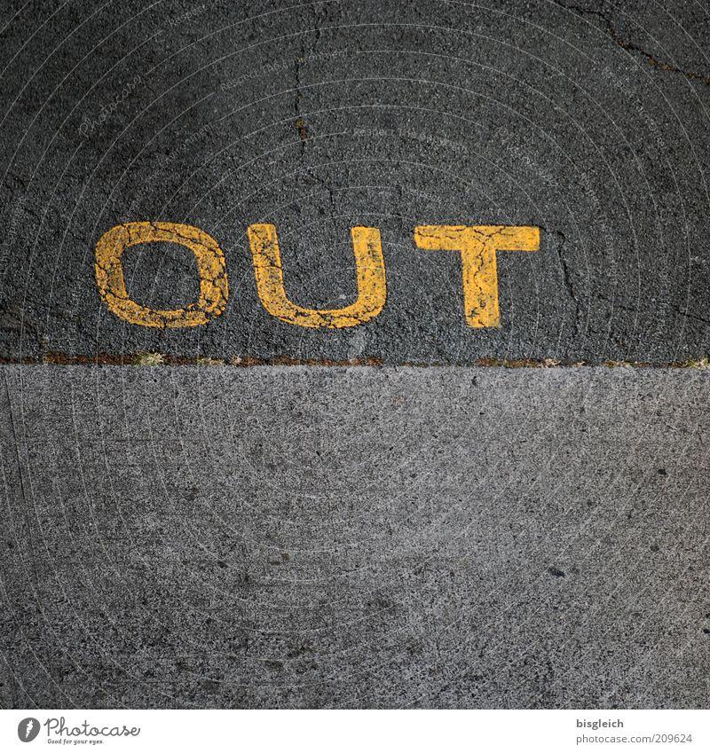 Out Verlierer Straße Beton gelb grau Farbfoto Außenaufnahme Detailaufnahme Textfreiraum unten Vogelperspektive Wort Schlagwort Bodenmarkierung Grenze