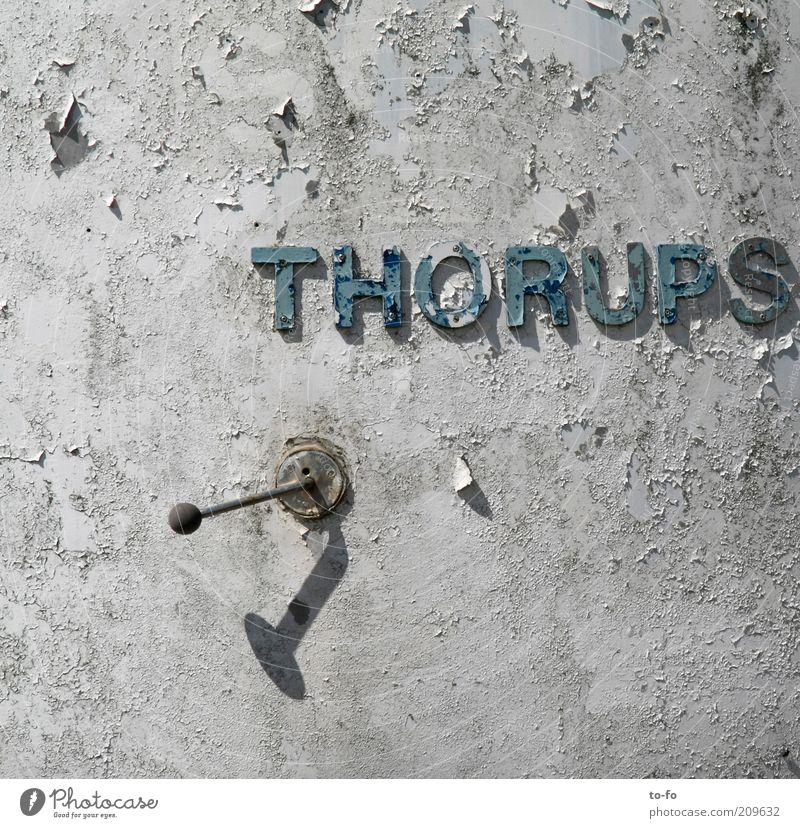 Thorups Maschine Metall Stahl Schriftzeichen Schilder & Markierungen alt Farbe Hebelschalter Farbfoto Außenaufnahme Tag Schatten Verfall verfallen Zahn der Zeit