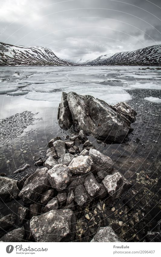 norge IV Natur Landschaft Wasser Gewitterwolken Frühling Winter Berge u. Gebirge Gletscher See Norwegen Skandinavien jotunheimen Menschenleer dunkel Flüssigkeit