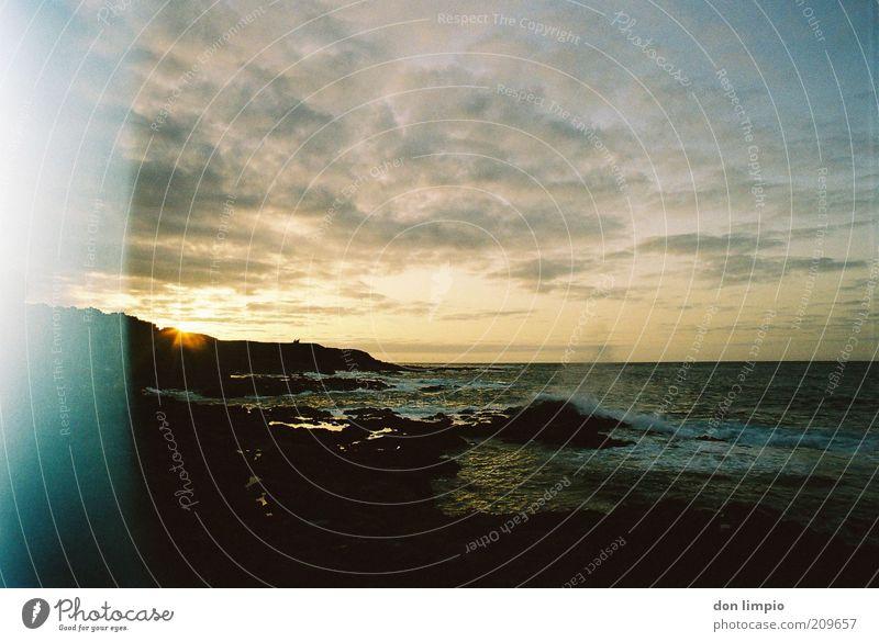 es rauscht Ausflug Ferne Sommer Sonne Wellen Küste Meer Atlantik Insel Fuerteventura Umwelt Farbfoto Außenaufnahme Menschenleer Dämmerung Sonnenlicht
