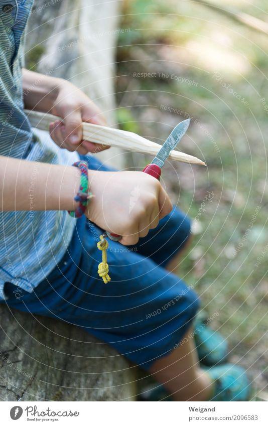 Ferienlager Mensch Kind Ferien & Urlaub & Reisen blau Holz Junge Spielen Freizeit & Hobby Kindheit lernen Scharfer Geschmack Kindergarten Messer Basteln