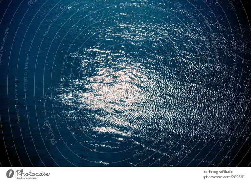 Wasserplaniert Natur weiß Meer blau schwarz Einsamkeit dunkel kalt Bewegung Wellen glänzend Wind Umwelt nass Fluss
