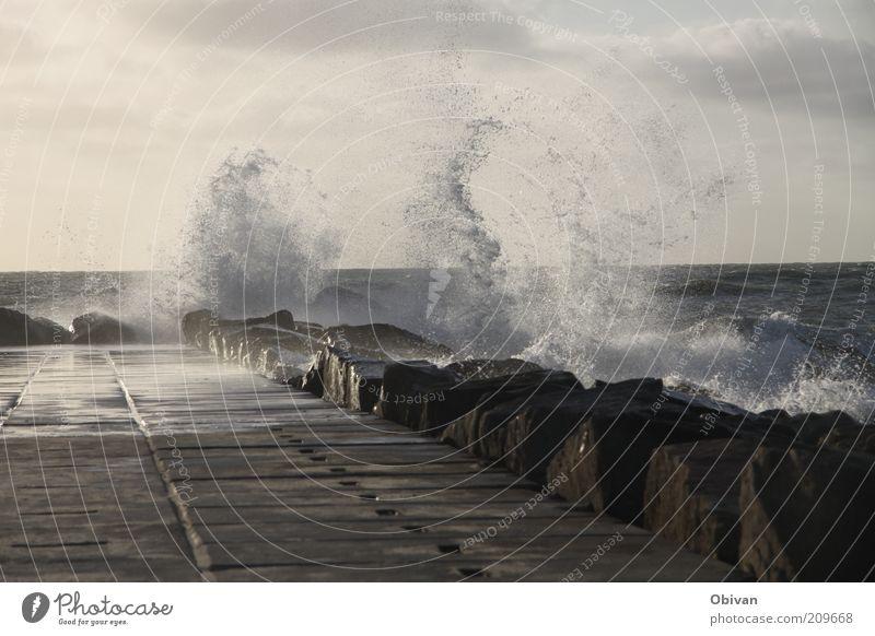 Gischt Natur Wasser Meer blau Wolken Ferne kalt grau Stein braun Küste Wellen Wind Wetter nass Wassertropfen