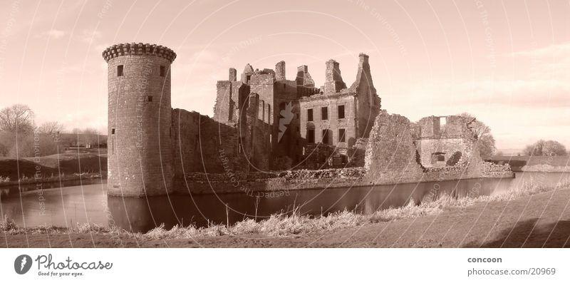 Caerlaverock Castle Scotland Europa Burg oder Schloss Verfall Sepia Schottland Großbritannien Wassergraben