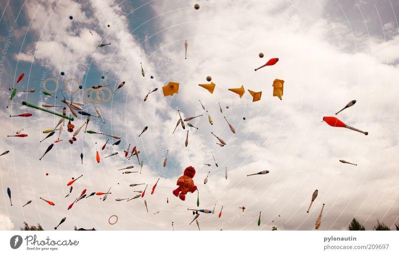 Toss Up 5 Zirkus Spielen werfen blau Keule jonglieren Finnland Europa Musikfestival Akrobatik EJC convention Wolkenhimmel Joensuu mehrfarbig hoch Himmel