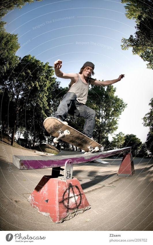 FS - 5-0 Mensch Jugendliche Baum Erwachsene Landschaft Sport springen Mode Park maskulin ästhetisch Lifestyle Coolness 18-30 Jahre fahren Jeanshose