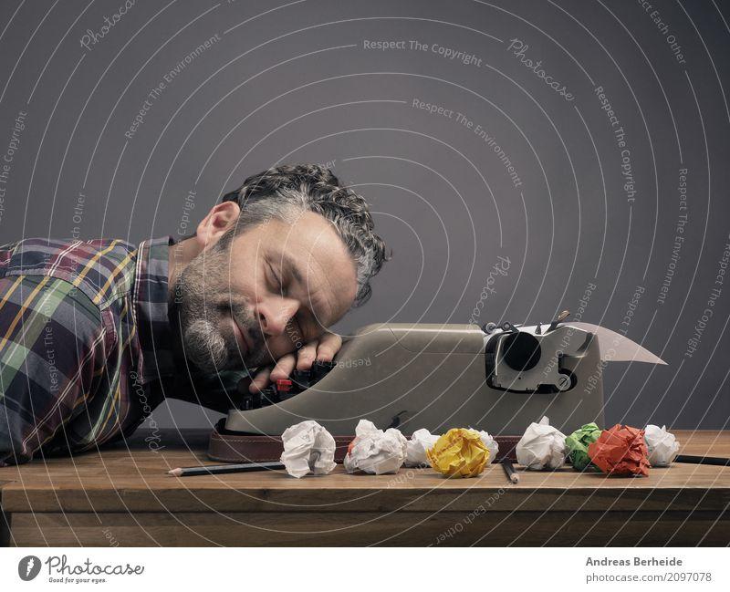 In der Ruhe liegt die Kraft Mensch Erholung Erwachsene Glück Business träumen Zufriedenheit maskulin Büro 45-60 Jahre Kreativität Idee schlafen