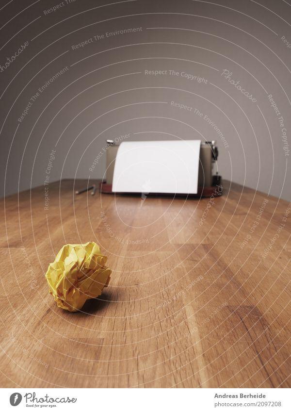 Zerknüllt Business Büro Kraft Kreativität Erfolg Idee Symbole & Metaphern Falte Konzentration Inspiration Schreibtisch Werkstatt innovativ Büroarbeit Witz