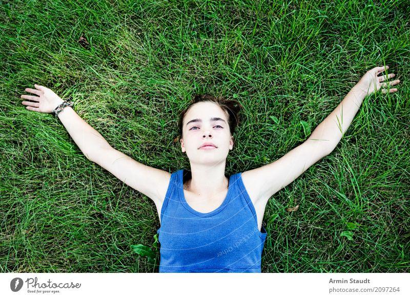 relax Mensch Frau Jugendliche Junge Frau Sommer schön Erholung ruhig Freude Erwachsene Leben Lifestyle Wiese feminin Glück Stimmung