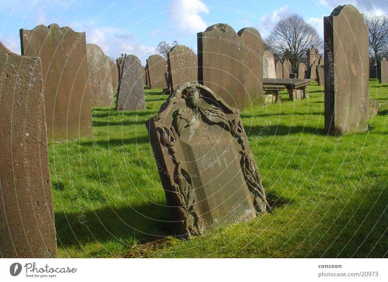 Scotch Churchyard Schottland Großbritannien Grabstein Friedhof Wiese Verfall ruhig obskur New Abbey Sonne Tod Religion & Glaube Stein