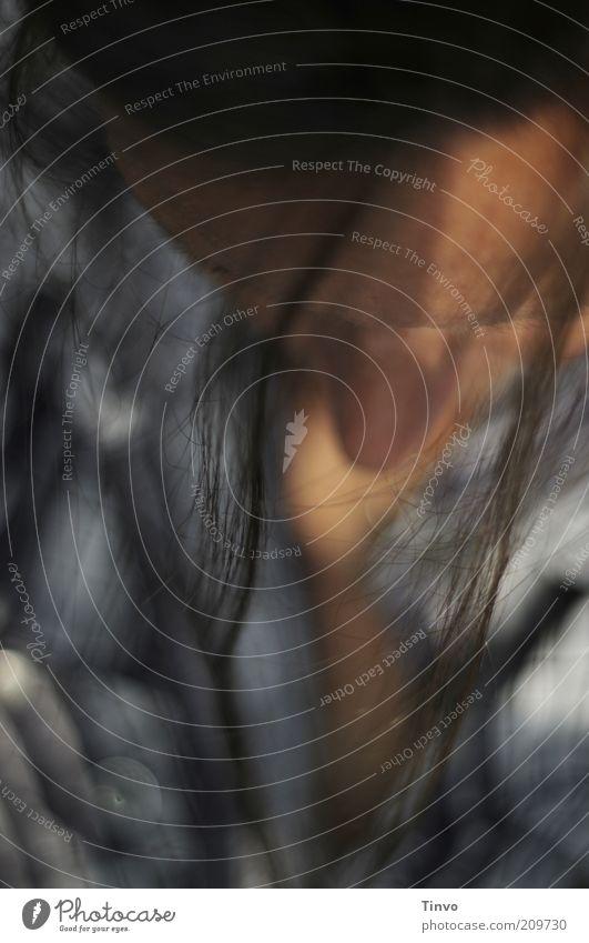 Innere Einkehr Frau Jugendliche ruhig Einsamkeit Kopf Gefühle Haare & Frisuren Erwachsene Traurigkeit Denken träumen sitzen Nase schlafen außergewöhnlich