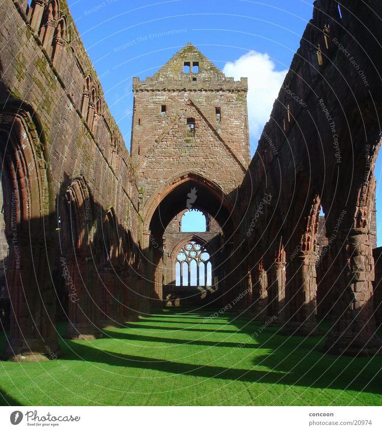 Sweetheart Abbey Scotland Schottland Großbritannien Kloster Ruine Verfall Licht Frühling grün Wiese Europa New Abbey Religion & Glaube Schatten alt Sonne