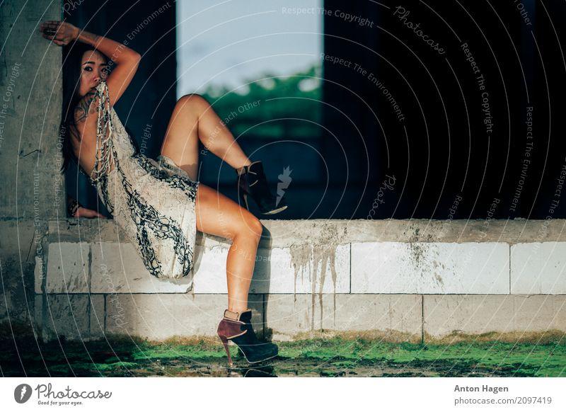 Asiatisches Mädchen mit dem tättowieren der Tätowierung Mensch Frau Jugendliche Junge Frau schön Wasser 18-30 Jahre Erwachsene Lifestyle Traurigkeit feminin