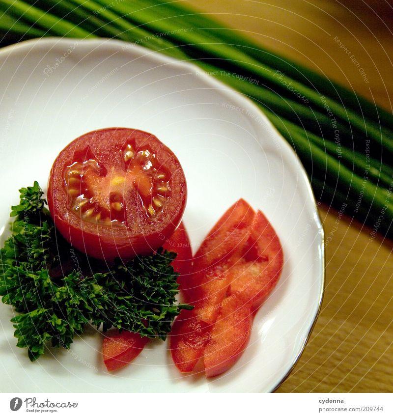 Für Zwischendurch grün rot Leben Lebensmittel frisch Ernährung Gesunde Ernährung Gemüse Kräuter & Gewürze Teller Bioprodukte Diät Tomate Vitamin Anordnung Salatbeilage