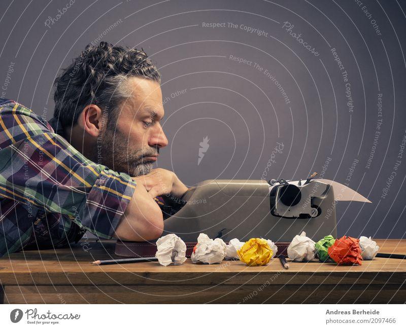 Mal überlegen Business Denken Büro Kraft Kreativität Idee lesen schreiben Symbole & Metaphern Inspiration Werkstatt Arbeitsplatz Interesse Zettel innovativ