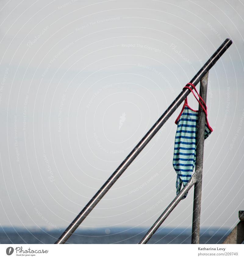 Saisonende?! Himmel blau Wasser schön Ferien & Urlaub & Reisen Sommer Strand Wolken Einsamkeit Erholung Landschaft oben grau Horizont nass Schwimmen & Baden
