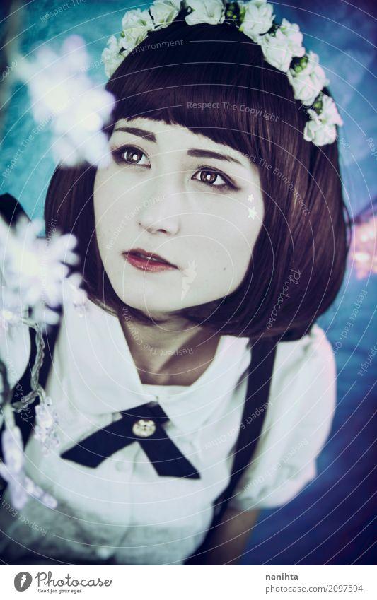 Japanische Lichter der jungen Frau und des Weihnachten Mensch feminin Junge Frau Jugendliche 1 18-30 Jahre Erwachsene Hemd Fliege Haarband schwarzhaarig