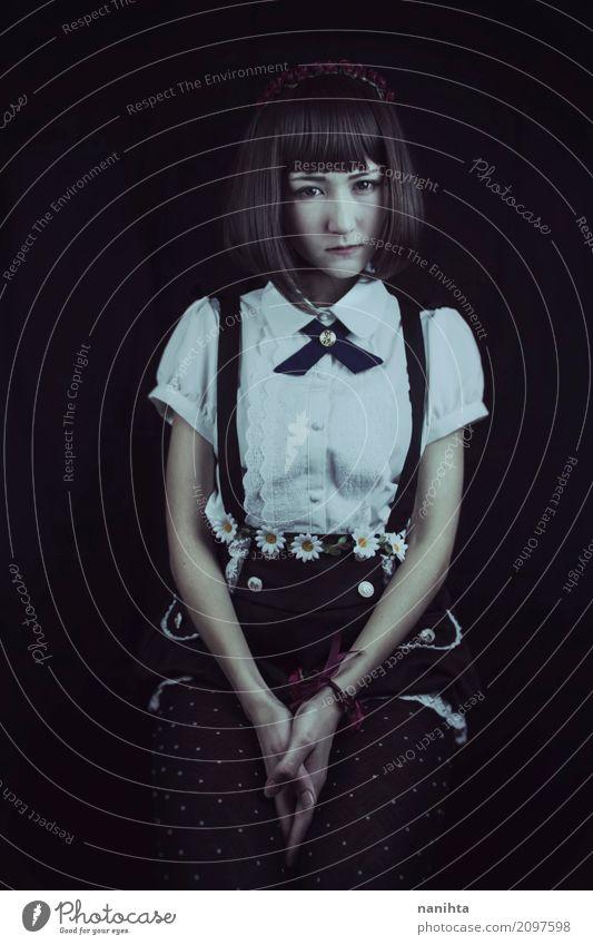 Dunkles Porträt einer jungen und schönen japanischen Frau elegant Stil exotisch Mensch feminin Junge Frau Jugendliche 1 18-30 Jahre Erwachsene Jugendkultur Mode