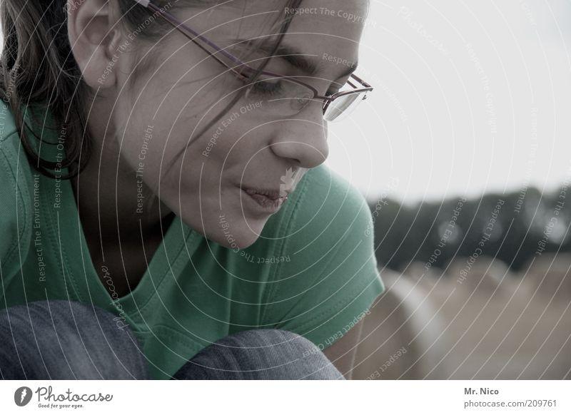 *shy* grün Gesicht ruhig Auge feminin Haare & Frisuren Kopf Mund Haut Nase Fröhlichkeit Jeanshose T-Shirt Brille