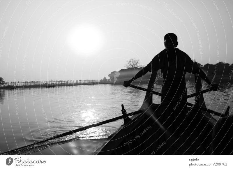 ruderer Ferien & Urlaub & Reisen Tourismus Ausflug Ruderboot Mensch maskulin Mann Erwachsene 1 Wasser Sonne Schönes Wetter See Amarapura Myanmar Asien