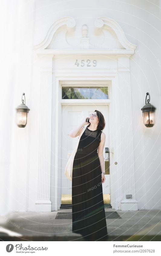 Roadtrip West Coast USA (252) feminin Junge Frau Jugendliche Erwachsene 1 Mensch 18-30 Jahre 30-45 Jahre Kommunizieren Dame Reichtum Villa reich elegant Kleid