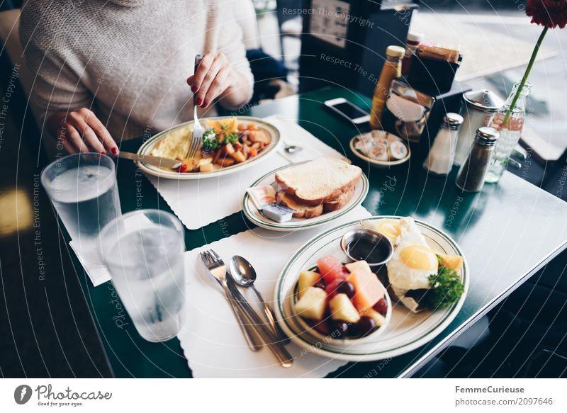 Roadtrip West Coast USA (113) feminin Junge Frau Jugendliche Erwachsene Mensch 18-30 Jahre 30-45 Jahre Ferien & Urlaub & Reisen Diner Restaurant Straßencafé