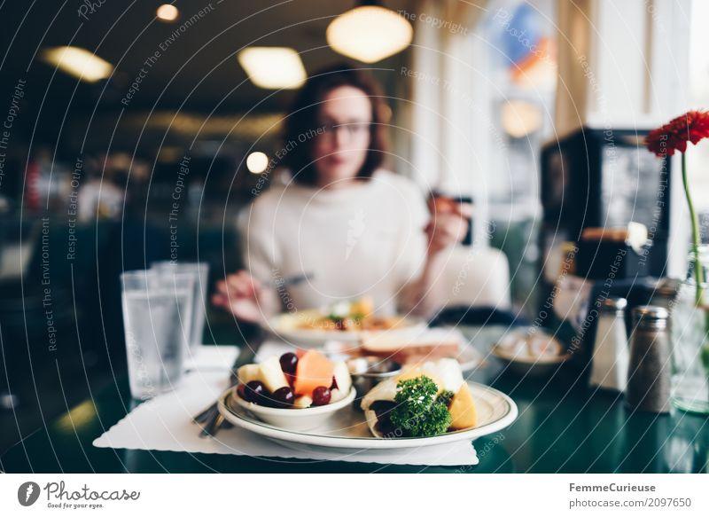 Roadtrip West Coast USA (116) feminin Junge Frau Jugendliche Erwachsene Mensch 18-30 Jahre 30-45 Jahre genießen Diner Restaurant Straßencafé Frühstück Westküste
