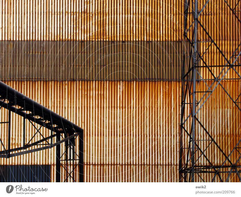 Charleroi alt Wand Mauer Fassade Industrie Technik & Technologie Wandel & Veränderung Vergänglichkeit Verfall Vergangenheit Baugerüst eckig industriell Belgien