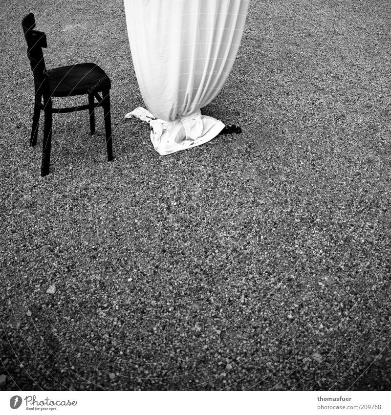 Danach... weiß Einsamkeit schwarz Lifestyle Garten Feste & Feiern Stimmung elegant leer Tisch Stuhl Veranstaltung Reichtum Tischwäsche Beerdigung Kieselsteine