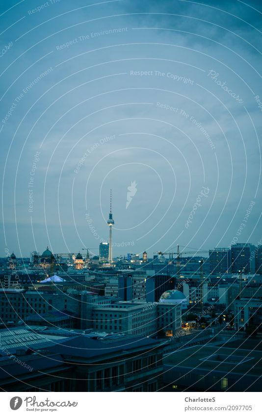 Berlin, upright Tourismus Sightseeing Städtereise ausgehen clubbing Tanzen Arbeitsplatz Büro Baustelle Fernsehen Wolken Nachthimmel Stadt Hauptstadt