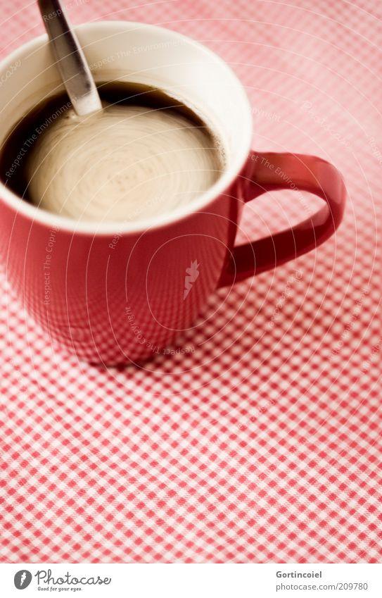 Coffee in Motion rot Lebensmittel Getränk Kaffee retro trinken Tasse Schaum kariert Löffel Kaffeetasse Besteck Kaffeepause Kaffeetrinken rühren