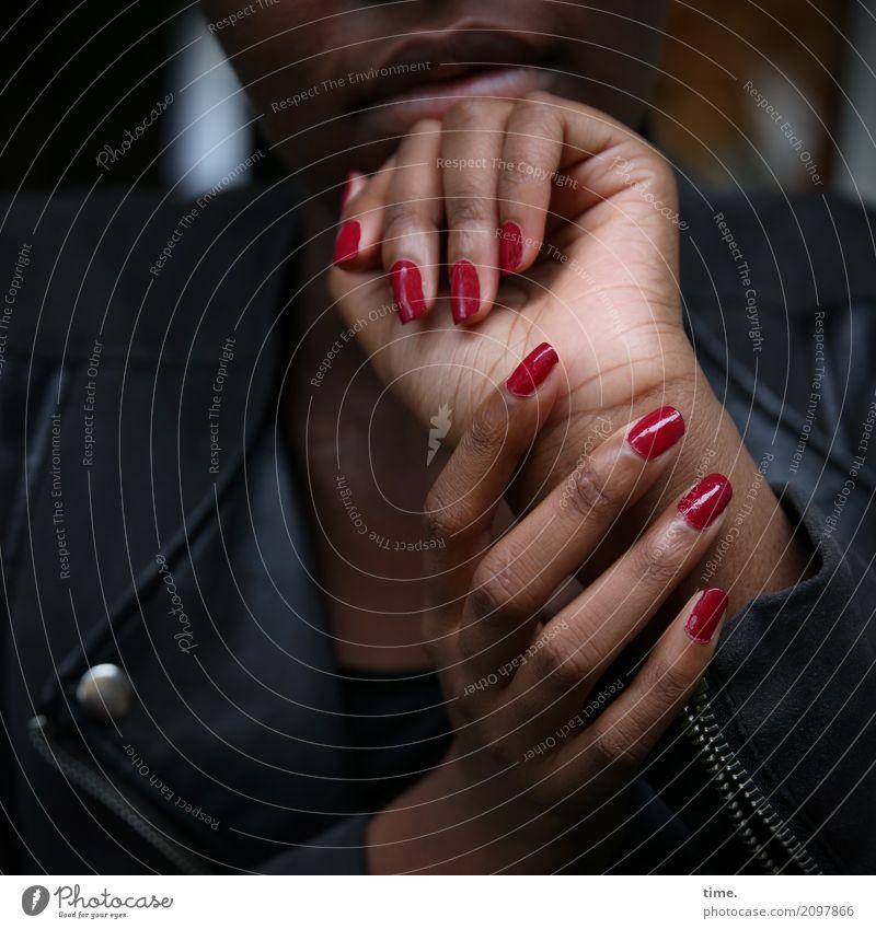 . Mensch Frau schön Hand dunkel Erwachsene Leben feminin Stil außergewöhnlich ästhetisch Kreativität Finger Mund Neugier Schutz