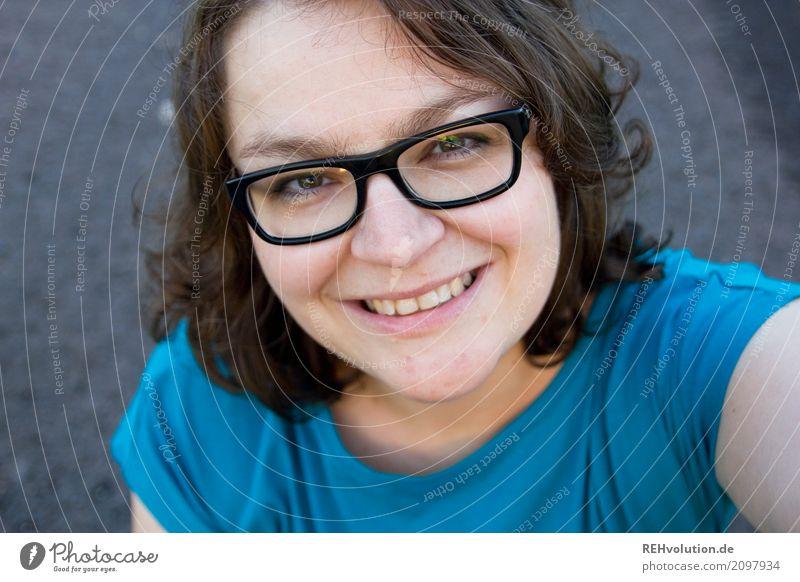 selfi =) Mensch feminin Junge Frau Jugendliche Erwachsene Gesicht 1 30-45 Jahre Brille Haare & Frisuren brünett Lächeln lachen authentisch Freundlichkeit