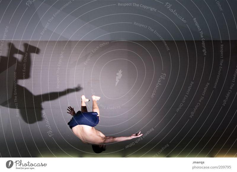 Drehwurm Leben Freizeit & Hobby Sport Sportler maskulin Jugendliche 18-30 Jahre Erwachsene Mauer Wand drehen springen einzigartig skurril Salto Akrobatik Stunt