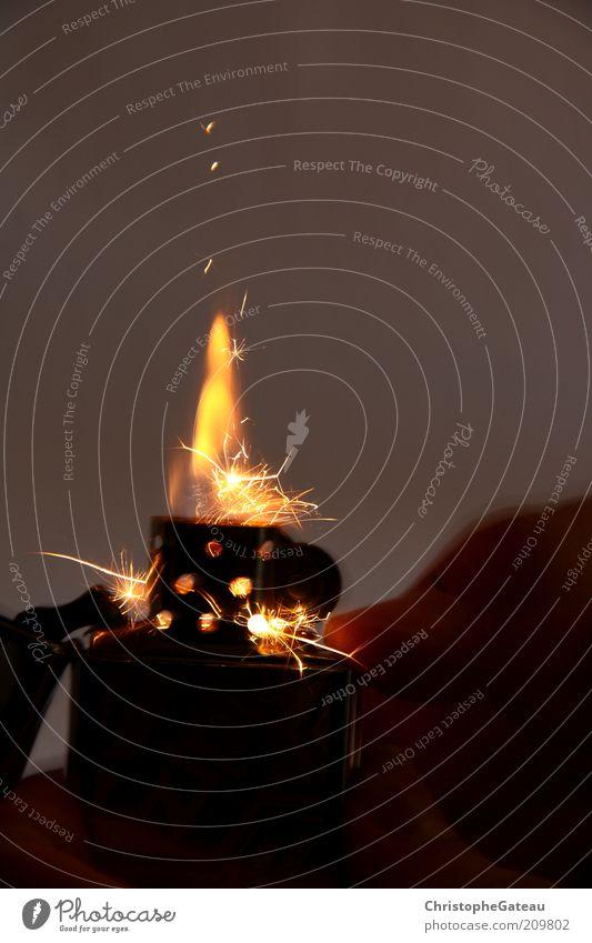 Fire schön schwarz Bewegung grau braun glänzend Feuer ästhetisch heiß Flamme Funken gebrauchen Feuerzeug anzünden Perspektive Makroaufnahme