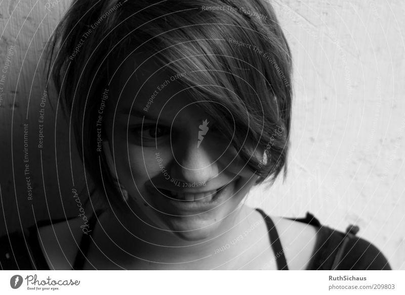 Der ganz normale Wahnsinn feminin Junge Frau Jugendliche Kopf Gesicht 1 Mensch Denken lachen listig verrückt Entschlossenheit Schwarzweißfoto Nahaufnahme