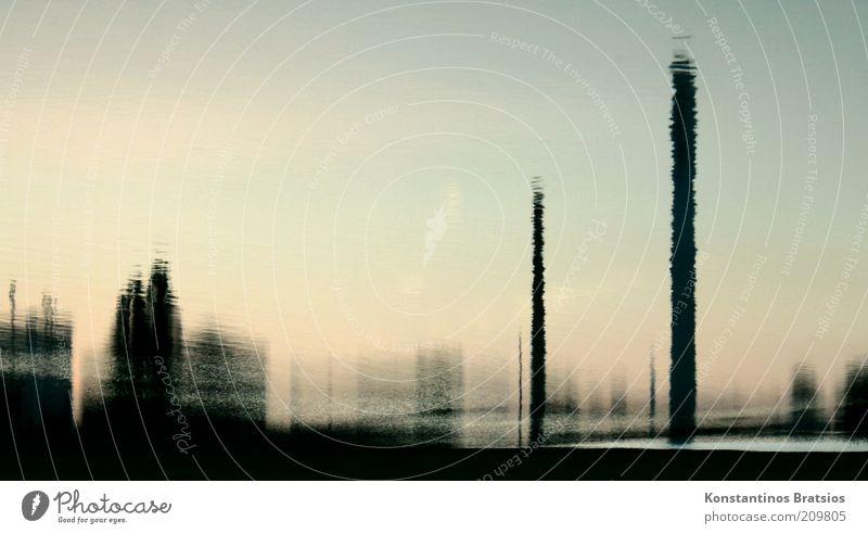 liquid views Wasser Gebäude Flüssigkeit Schornstein Surrealismus Industrieanlage Spiegelbild Reflexion & Spiegelung Unschärfe Querformat Wasserspiegelung