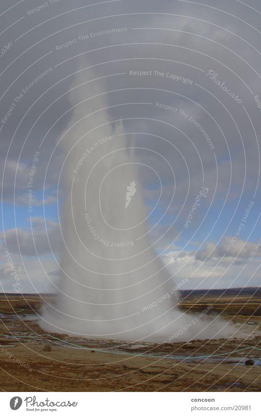 Strokkur Island Geysir Wasserfontäne Heisse Quellen Eruption Naturwunder