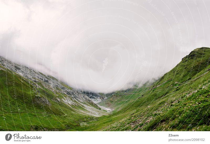 trübe Aussichten Umwelt Natur Landschaft Wolken schlechtes Wetter Nebel Regen Alpen Berge u. Gebirge Gipfel Gletscher Straße bedrohlich dunkel gigantisch