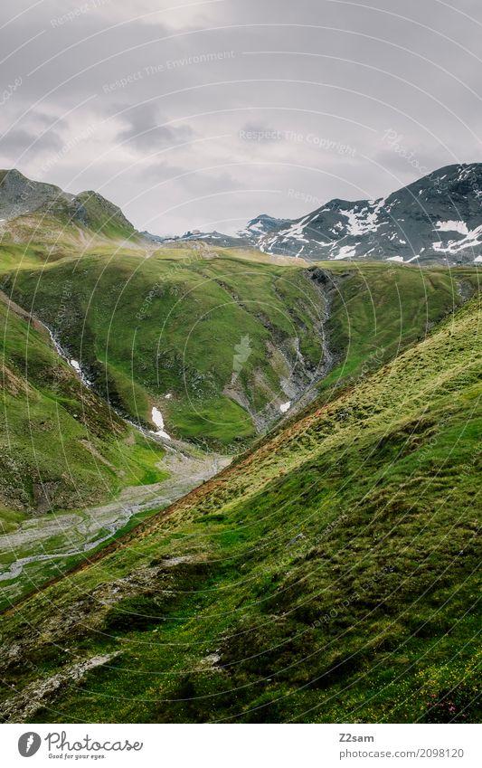 Umbrail Fahrradfahren Umwelt Natur Landschaft Himmel Sommer Klima Schönes Wetter schlechtes Wetter Wiese Alpen Berge u. Gebirge Gipfel bedrohlich gigantisch