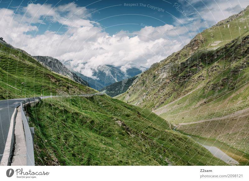 und ab geht die Post Himmel Natur Ferien & Urlaub & Reisen blau Sommer grün Landschaft Einsamkeit Wolken Ferne Berge u. Gebirge Straße Umwelt Wege & Pfade