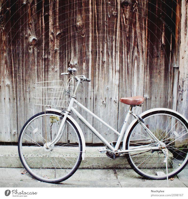 Altes Weinlesefahrrad Ferien & Urlaub & Reisen alt Landschaft Einsamkeit Architektur Straße Leben Wand Mauer Ausflug Verkehr Fahrrad retro Rost Fahrzeug Japan