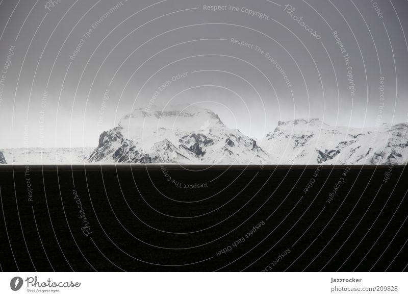 White Rocks Black Lava Natur Winter Berge u. Gebirge Landschaft Umwelt Island schlechtes Wetter Schneebedeckte Gipfel Bildaufbau