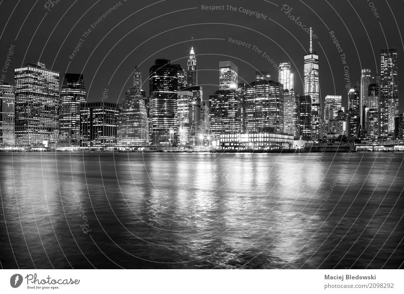 New York City Skyline Ferien & Urlaub & Reisen Stadt weiß schwarz Architektur Gebäude Business Büro Hochhaus USA erleuchten Symbole & Metaphern Stadtzentrum