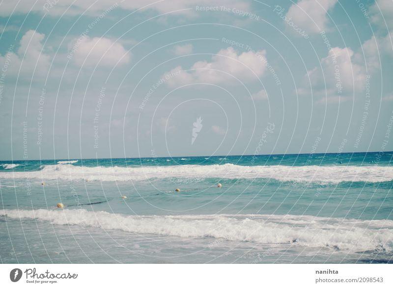 Schöne Aussicht auf ein ruhiges Meer Himmel Natur Ferien & Urlaub & Reisen blau Sommer schön Wasser weiß Sonne Wolken Strand Umwelt natürlich Küste