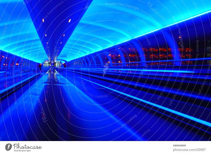 Cool Britannia blau Bewegung Beleuchtung Europa Zukunft Flughafen England Futurismus Großbritannien Manchester